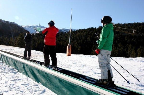 Esquiadores-subiendo-por-la-ci_54240829713_53389389549_600_396